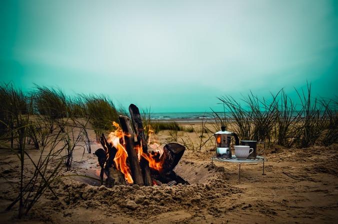 Blog aggregators are like discussions around a virtual campfire [public domain photo]